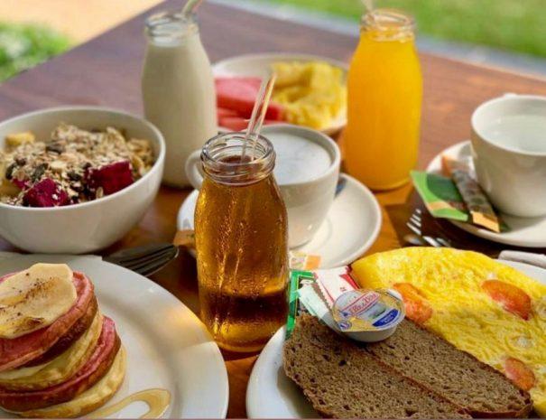 Happinezz Hills breakfast
